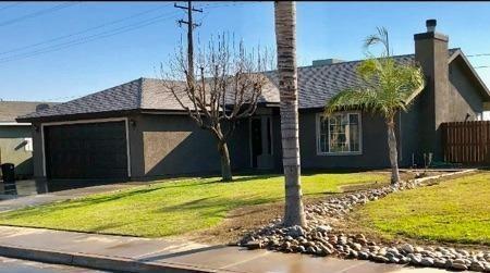 1220 Delta Street, Lindsay, CA 93247 (#143098) :: Robyn Graham & Associates