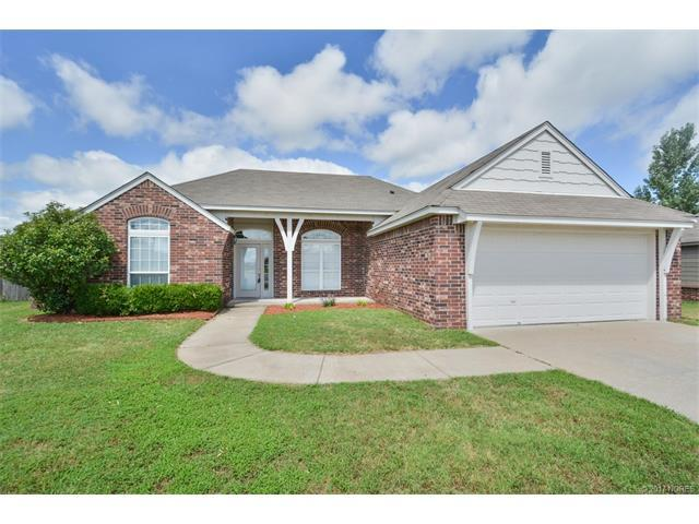 14620 S Maple Place, Glenpool, OK 74033 (MLS #1723754) :: The Boone Hupp Group at Keller Williams Realty Preferred