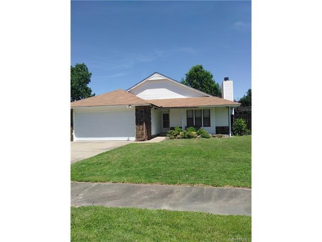 14563 S Nyssa Avenue, Glenpool, OK 74033 (MLS #1723798) :: The Boone Hupp Group at Keller Williams Realty Preferred