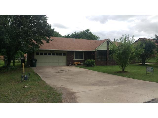 2112 W Plum Street, Collinsville, OK 74021 (MLS #1723924) :: The Boone Hupp Group at Keller Williams Realty Preferred