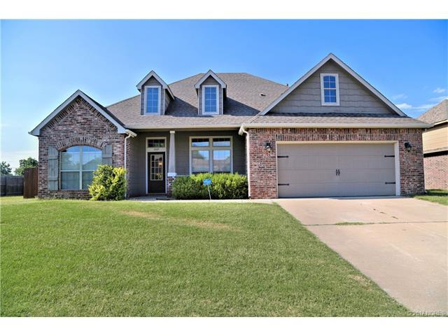 1009 E 135th Place, Glenpool, OK 74033 (MLS #1724263) :: The Boone Hupp Group at Keller Williams Realty Preferred