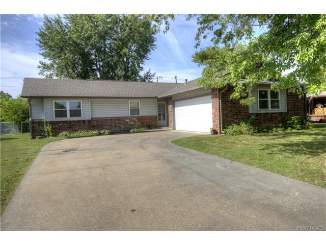 1009 W 17th Street, Claremore, OK 74017 (MLS #1724326) :: The Boone Hupp Group at Keller Williams Realty Preferred
