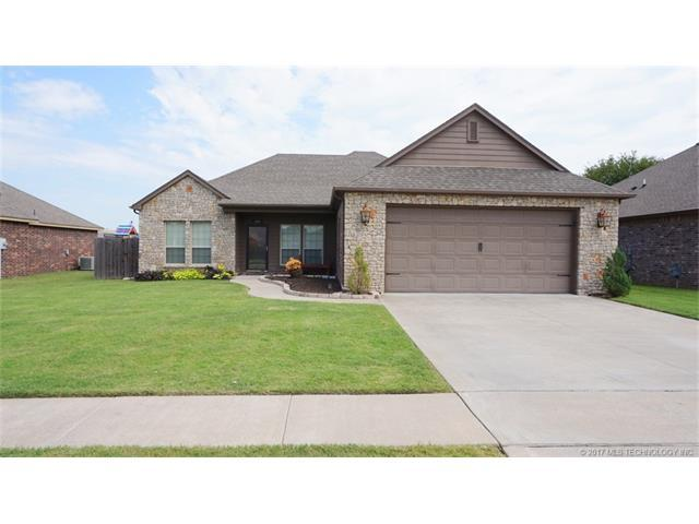 12813 N 124th East Place, Collinsville, OK 74021 (MLS #1730937) :: The Boone Hupp Group at Keller Williams Realty Preferred