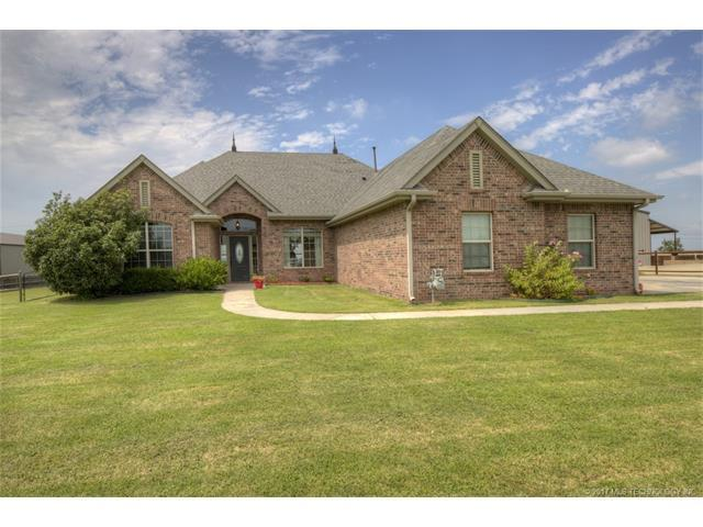 14362 N Sandstone Avenue, Collinsville, OK 74021 (MLS #1732019) :: The Boone Hupp Group at Keller Williams Realty Preferred