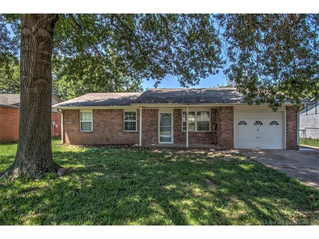 13694 S Hickory Place, Glenpool, OK 74033 (MLS #1732087) :: The Boone Hupp Group at Keller Williams Realty Preferred