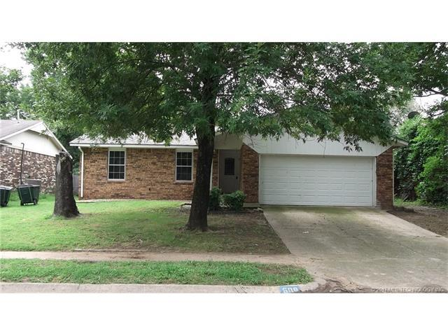 608 W 26th Street, Sand Springs, OK 74063 (MLS #1732175) :: The Boone Hupp Group at Keller Williams Realty Preferred