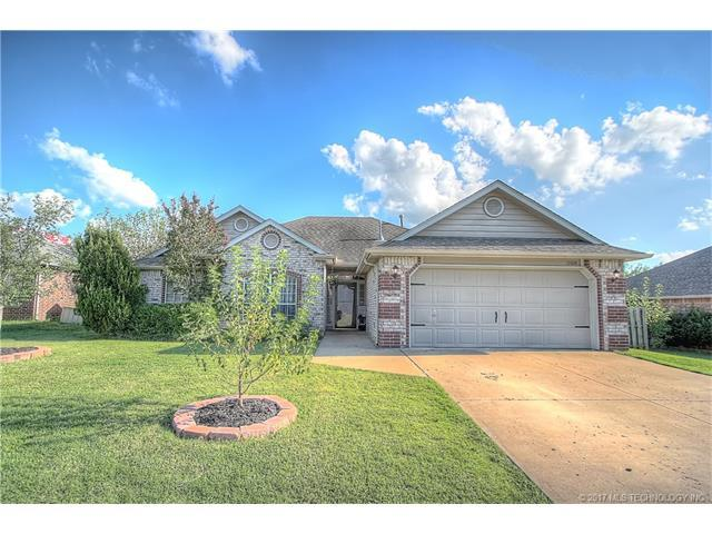 11014 E 117th Street North, Collinsville, OK 74021 (MLS #1732570) :: The Boone Hupp Group at Keller Williams Realty Preferred