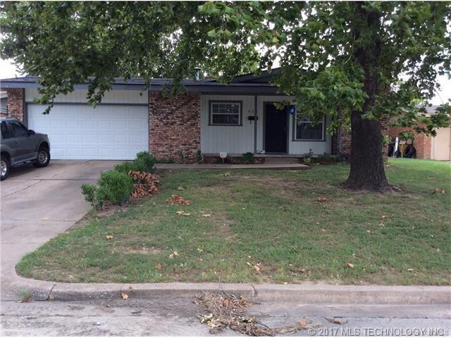 511 S 104th East Avenue, Tulsa, OK 74128 (MLS #1732622) :: The Boone Hupp Group at Keller Williams Realty Preferred