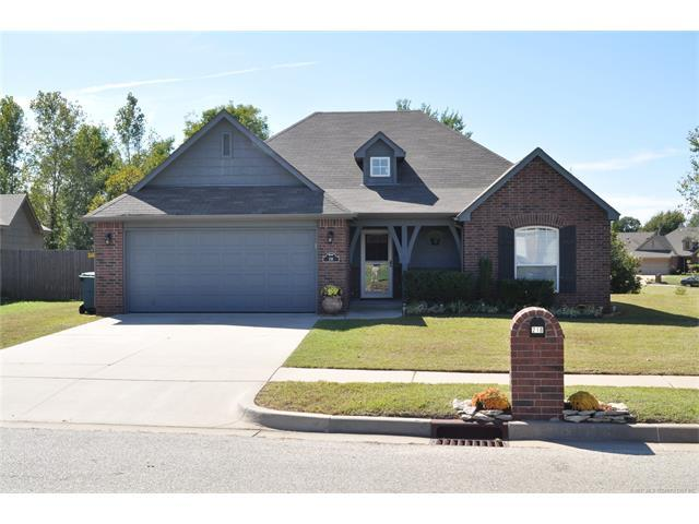 218 W 52nd Street, Sand Springs, OK 74063 (MLS #1738826) :: The Boone Hupp Group at Keller Williams Realty Preferred