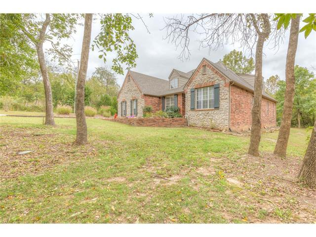 9916 W 51st Street, Sand Springs, OK 74063 (MLS #1739045) :: The Boone Hupp Group at Keller Williams Realty Preferred