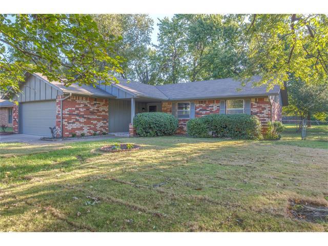 13831 S Dogwood Street, Glenpool, OK 74033 (MLS #1739132) :: The Boone Hupp Group at Keller Williams Realty Preferred
