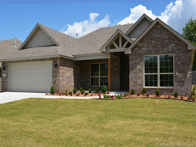 5321 Skylane Drive, Sand Springs, OK 74063 (MLS #1739485) :: The Boone Hupp Group at Keller Williams Realty Preferred