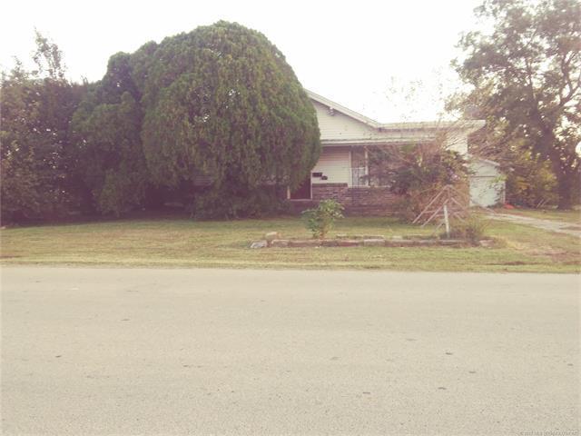 806 E 15th Street, Okmulgee, OK 74447 (MLS #1741237) :: The Boone Hupp Group at Keller Williams Realty Preferred