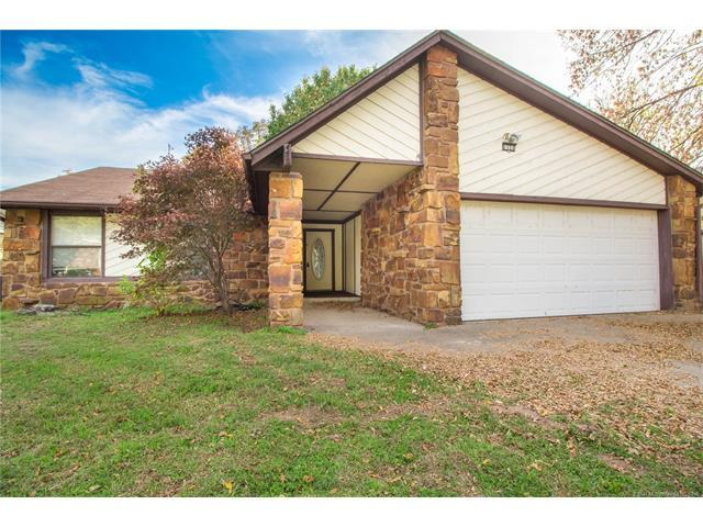 1524 E 68th Place, Tulsa, OK 74136 (MLS #1742230) :: The Boone Hupp Group at Keller Williams Realty Preferred