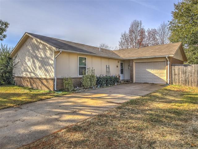 14470 S Poplar Street, Glenpool, OK 74033 (MLS #1744311) :: The Boone Hupp Group at Keller Williams Realty Preferred