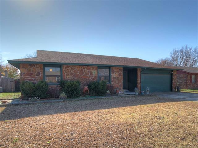 642 E 139th Place, Glenpool, OK 74033 (MLS #1744389) :: The Boone Hupp Group at Keller Williams Realty Preferred