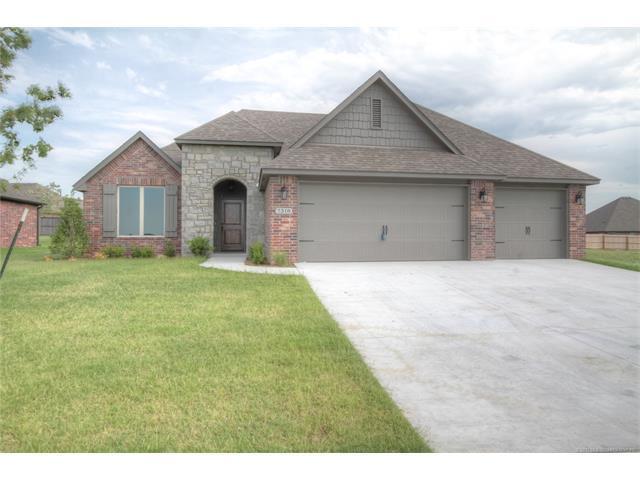 5521 E 121st Place S, Tulsa, OK 74103 (MLS #1744653) :: Brian Frere Home Team