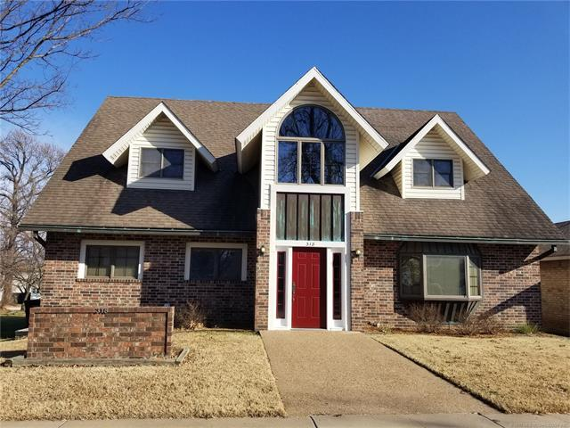 318 S Quapaw Avenue, Bartlesville, OK 74003 (MLS #1744778) :: The Boone Hupp Group at Keller Williams Realty Preferred