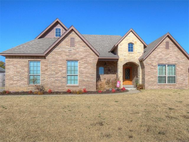 1101 E 133rd Place, Glenpool, OK 74033 (MLS #1744838) :: The Boone Hupp Group at Keller Williams Realty Preferred