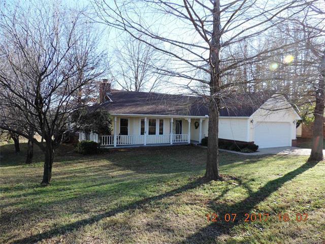 2923 W Berwick Street, Claremore, OK 74017 (MLS #1745011) :: The Boone Hupp Group at Keller Williams Realty Preferred