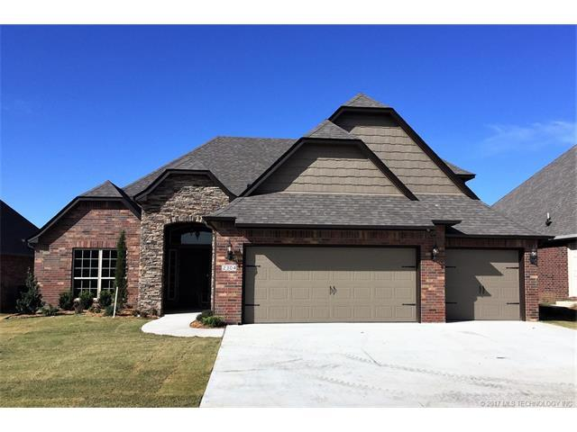 2304 S 15th Street, Broken Arrow, OK 74012 (MLS #1745262) :: The Boone Hupp Group at Keller Williams Realty Preferred