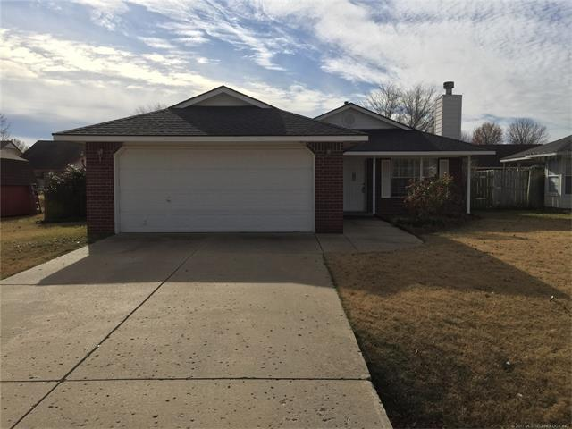 9492 E Sprucewood Drive, Claremore, OK 74019 (MLS #1745280) :: The Boone Hupp Group at Keller Williams Realty Preferred