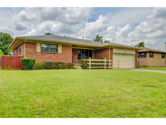 10922 E 4th Street, Tulsa, OK 74128 (MLS #1745557) :: The Boone Hupp Group at Keller Williams Realty Preferred
