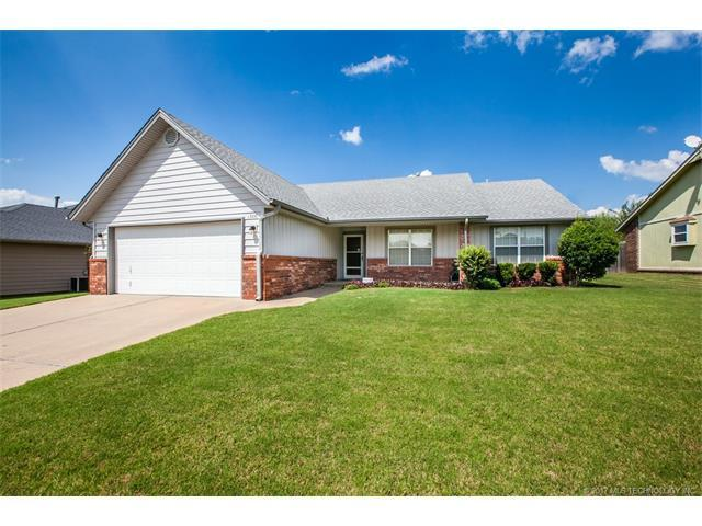 1308 W Twin Oaks Street, Broken Arrow, OK 74011 (MLS #1745589) :: The Boone Hupp Group at Keller Williams Realty Preferred