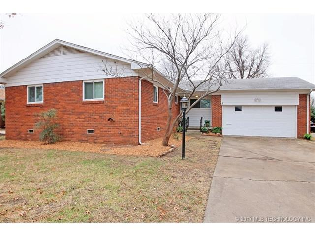 5128 E 30th Place, Tulsa, OK 74114 (MLS #1746744) :: 918HomeTeam - KW Realty Preferred