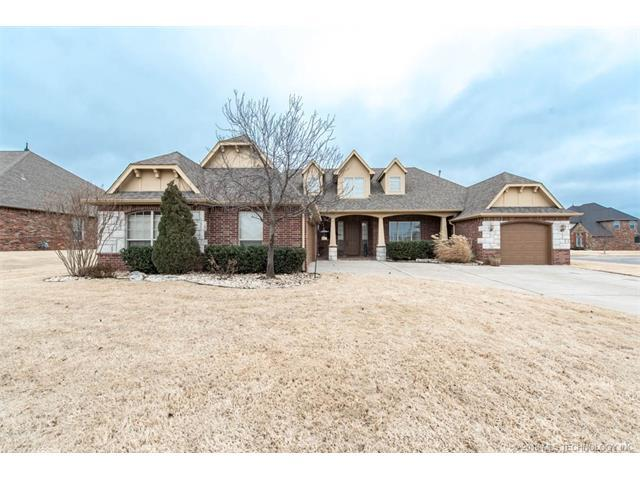 204 Pepper Grass Court, Bartlesville, OK 74006 (MLS #1801463) :: The Boone Hupp Group at Keller Williams Realty Preferred