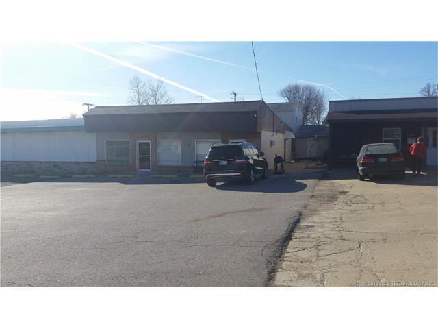3306-3308-3314-3348 W 61st Street, Tulsa, OK 74131 (MLS #1801497) :: Brian Frere Home Team