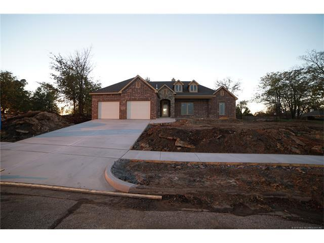 2505 Forest Hill Street, Claremore, OK 74017 (MLS #1801792) :: Hopper Group at RE/MAX Results