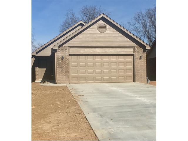 405 E Birch Street, Coweta, OK 74429 (MLS #1802275) :: Hopper Group at RE/MAX Results