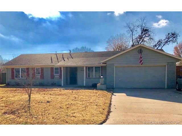 1826 E 57th Place, Tulsa, OK 74105 (MLS #1802311) :: The Boone Hupp Group at Keller Williams Realty Preferred