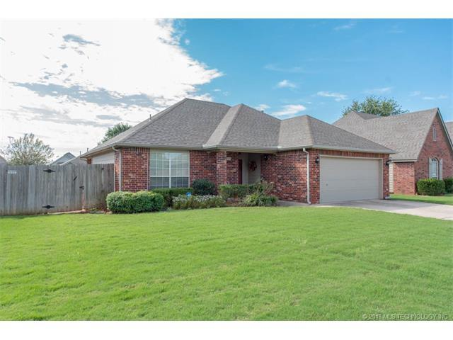 10320 E 112th Street S, Bixby, OK 74008 (MLS #1802344) :: Hopper Group at RE/MAX Results