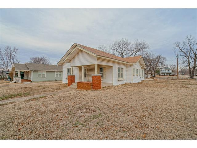 204 W 5th Street, Claremore, OK 74017 (MLS #1803157) :: The Boone Hupp Group at Keller Williams Realty Preferred