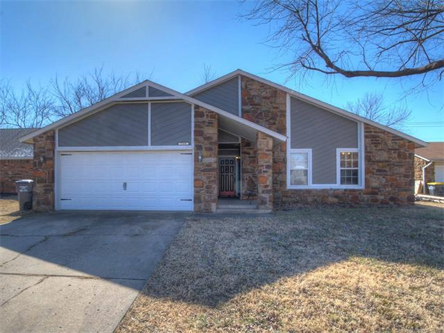 1368 E 140th Place, Glenpool, OK 74033 (MLS #1804623) :: The Boone Hupp Group at Keller Williams Realty Preferred