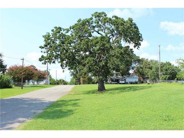 595 S 5th Street, Eufaula, OK 74432 (MLS #1804965) :: The Boone Hupp Group at Keller Williams Realty Preferred