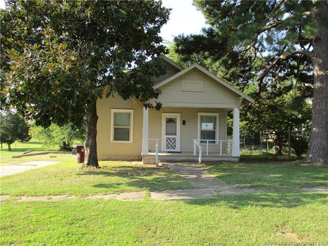 210 Broadway Street, Eufaula, OK 74432 (MLS #1806233) :: The Boone Hupp Group at Keller Williams Realty Preferred