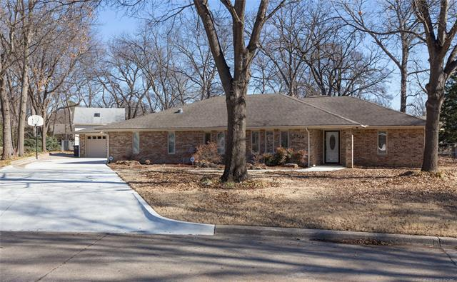 2359 Windsor Way, Bartlesville, OK 74006 (MLS #1806318) :: Brian Frere Home Team