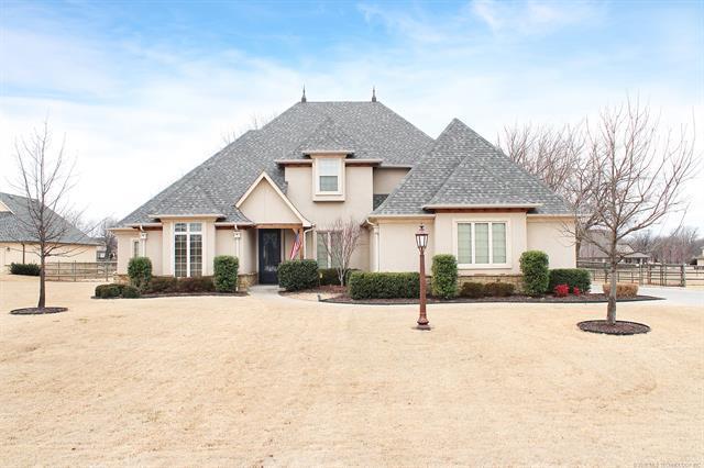 6914 Garden Stone Lane, Owasso, OK 74055 (MLS #1806549) :: 918HomeTeam - KW Realty Preferred