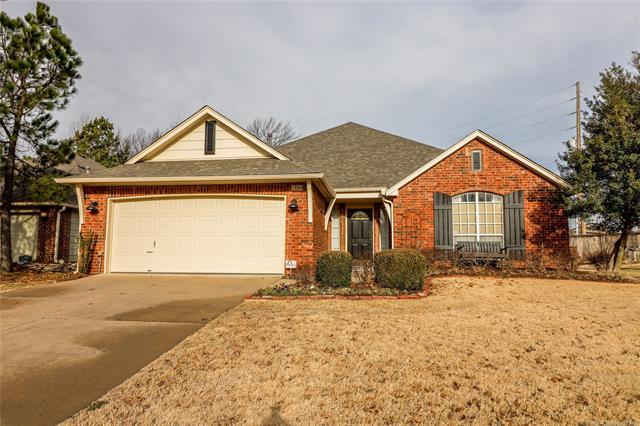 104 S Desert Palm Avenue, Broken Arrow, OK 74012 (MLS #1806670) :: 918HomeTeam - KW Realty Preferred