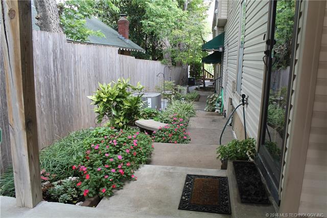 1424 S Saint Louis Avenue 5E, Tulsa, OK 74120 (MLS #1809115) :: Hopper Group at RE/MAX Results
