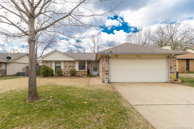 5208 S Juniper Avenue, Broken Arrow, OK 74011 (MLS #1810365) :: The Boone Hupp Group at Keller Williams Realty Preferred