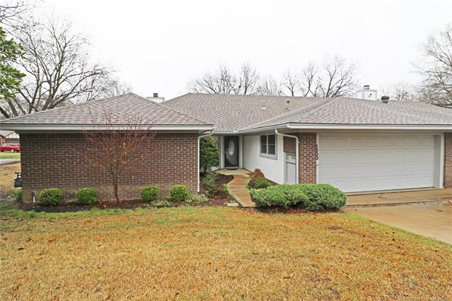 1530 Pecan Place, Bartlesville, OK 74003 (MLS #1810912) :: Brian Frere Home Team