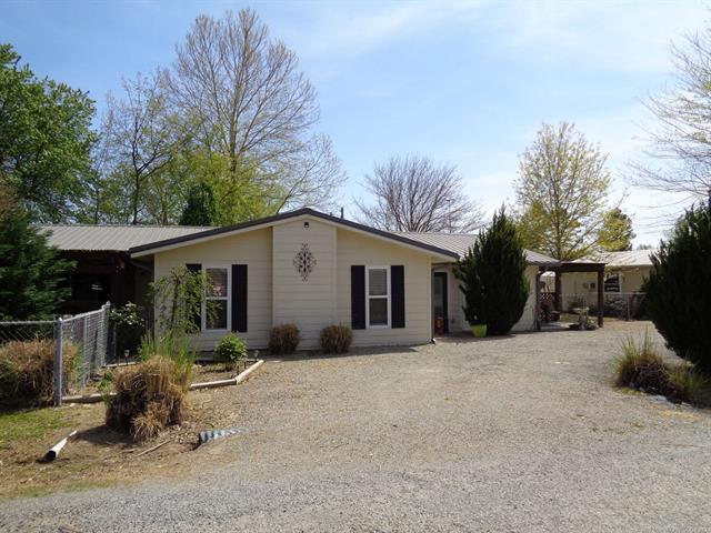 105 W Lakeside Drive, Eufaula, OK 74432 (MLS #1811198) :: Brian Frere Home Team