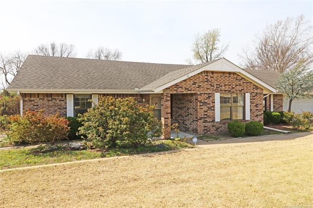 2633 Georgetown Drive N, Bartlesville, OK 74006 (MLS #1811396) :: Brian Frere Home Team