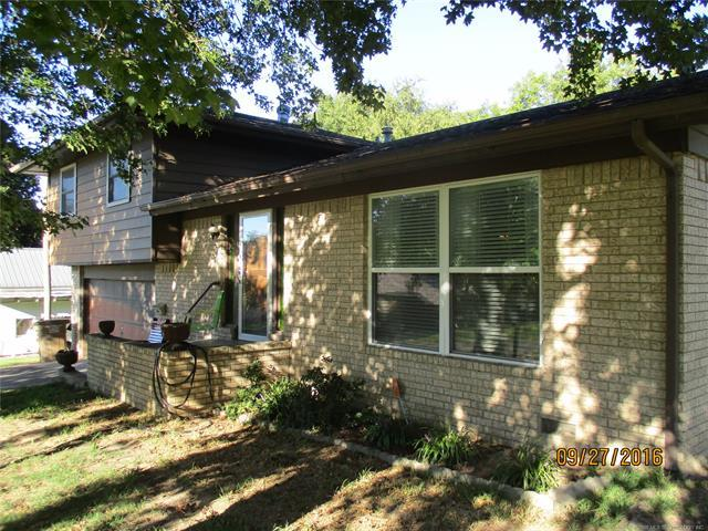 411 S 3rd Street, Eufaula, OK 74432 (MLS #1812644) :: Hopper Group at RE/MAX Results