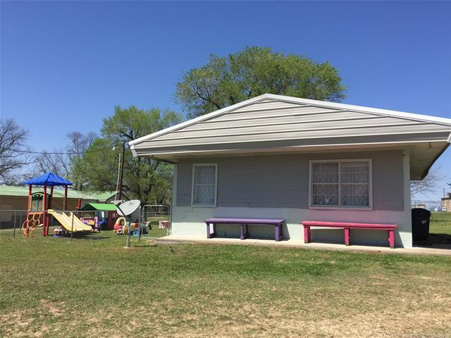 1402 W Columbia Street, Okemah, OK 74859 (MLS #1813654) :: Hopper Group at RE/MAX Results