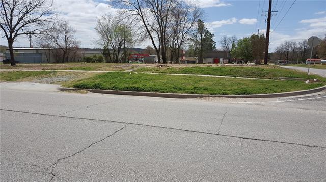 303 E Trudgeon Street, Henryetta, OK 74437 (MLS #1813812) :: Brian Frere Home Team
